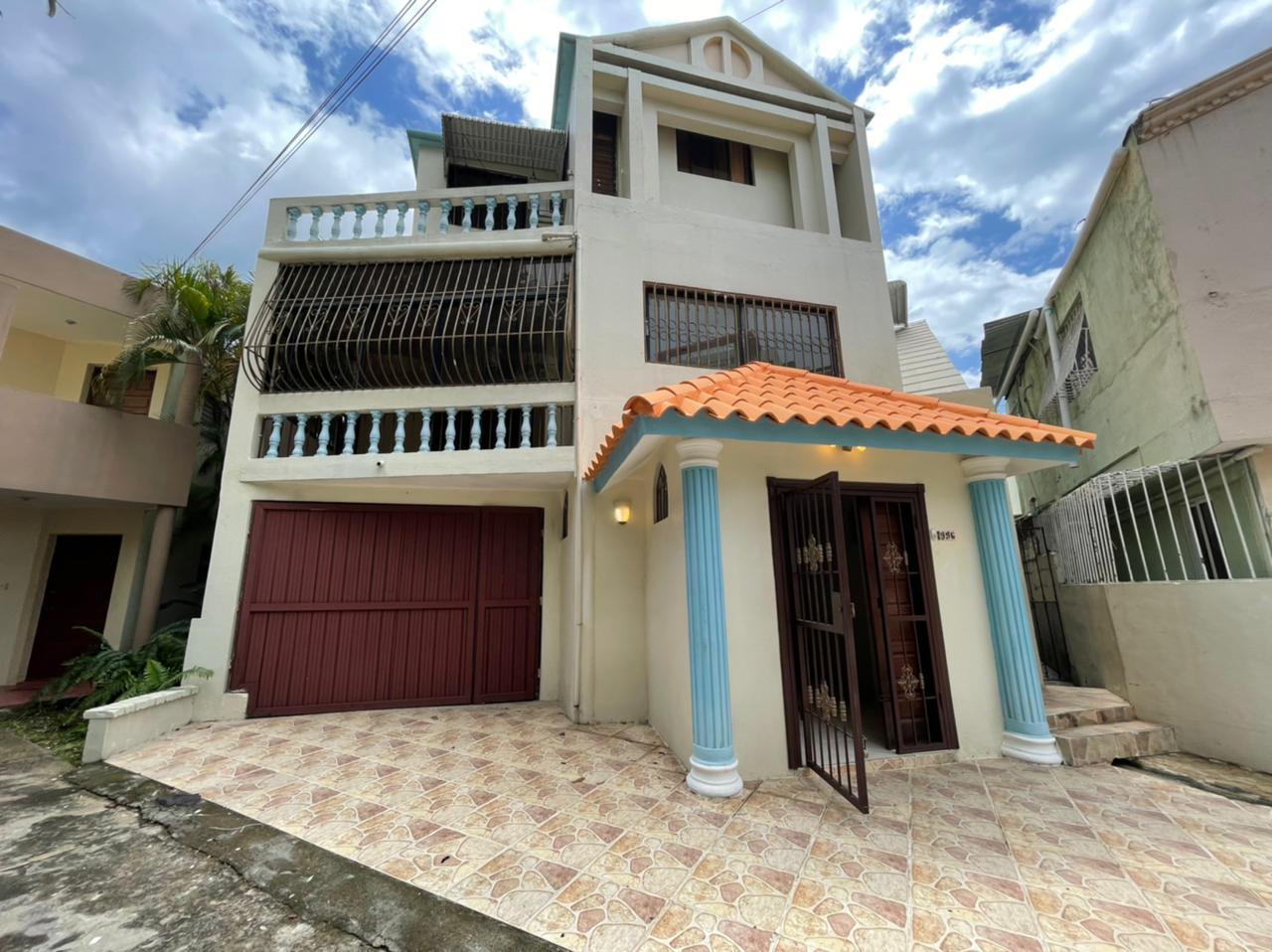 Los Cacicazgos - Casa de 6 Habitaciones en Los Cacicazgos!!!