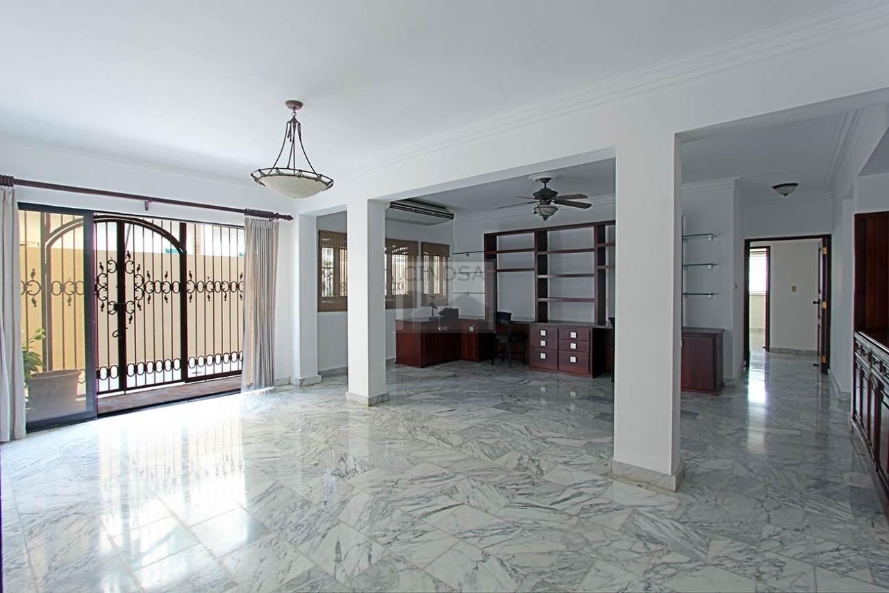 Bella Vista- Apartamento de 3 habitaciones en la Anacaona